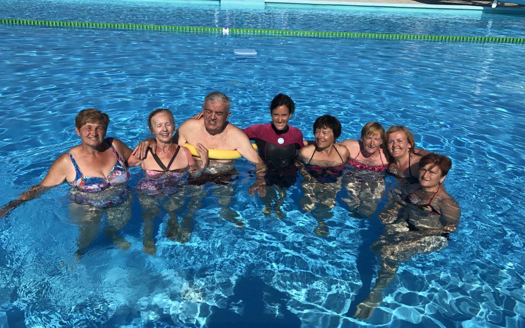 V juliju in avgustu 2017 organizirali dva tedna učenja plavanja za starejše